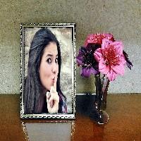 fotomontagem-em-porta-retraro-e-flores